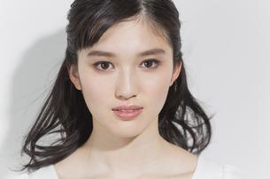 日本人女性のビューティーイメージの写真素材 [FYI03376902]