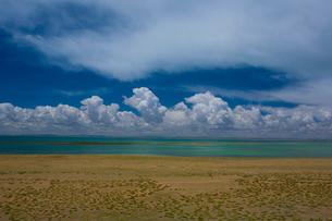 黄河源流域の湖、ンゴリン・ツォの写真素材 [FYI03376915]