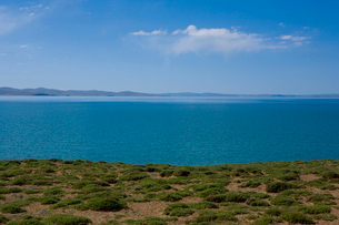 黄河源流域の湖、ンゴリン・ツォの写真素材 [FYI03376920]