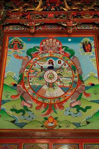 チベットの仏教寺院に描かれた六道輪廻図の写真素材 [FYI03376944]