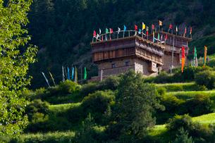 東チベット・カム地方の民家の写真素材 [FYI03376970]
