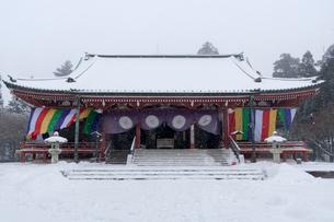 雪の比叡山延暦寺 大講堂の写真素材 [FYI03377046]