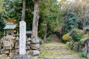 瓦屋寺,旧表参道上り口の写真素材 [FYI03377082]