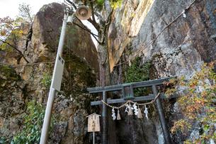 太郎坊宮夫婦岩の写真素材 [FYI03377115]