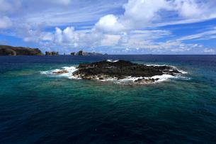 岩礁 聟島 針の岩 海の写真素材 [FYI03377173]