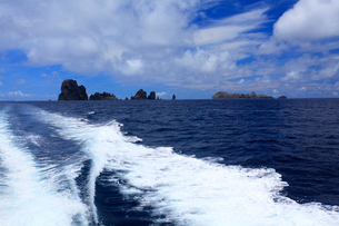航跡 針の岩 聟島列島 海の写真素材 [FYI03377191]