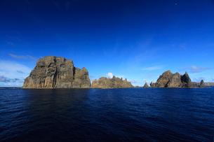 針の岩 聟島列島の写真素材 [FYI03377203]