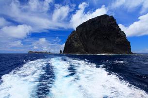 航跡 針の岩 聟島列島 海の写真素材 [FYI03377207]
