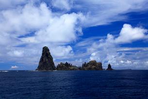 針の岩 聟島列島 海の写真素材 [FYI03377214]