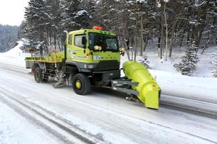 釧北峠の除雪車の写真素材 [FYI03377297]