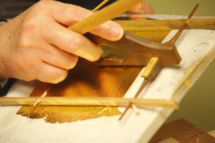 市立安江金箔工芸館の職人技の写真素材 [FYI03377322]