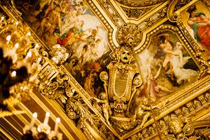 オペラ・ガルニエ内の大広間天井の装飾の写真素材 [FYI03377571]