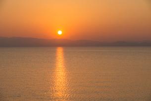 大村湾の夕日の写真素材 [FYI03377608]