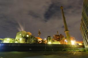 夜の富士工場夜景と光跡の写真素材 [FYI03377631]