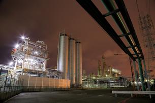 川崎区浮島町の工場夜景の写真素材 [FYI03377633]