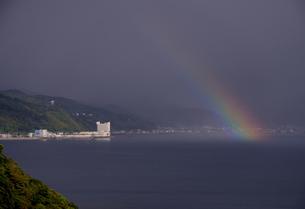 伊東にかかる虹、その3の写真素材 [FYI03377700]