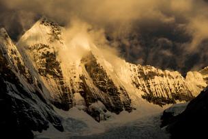 ワイワッシュ山群のヒリシャンカ峰の写真素材 [FYI03377761]