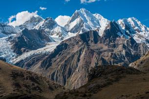 ペルー第二の高峰:ワイワッシュ山群のイェルパハ峰の写真素材 [FYI03377769]