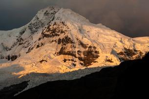 ワスカラン国立公園のワンツァン峰の写真素材 [FYI03377773]