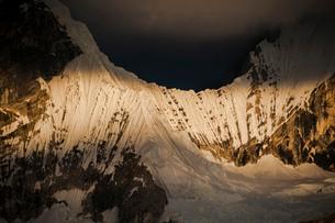 ワイワッシュ山群のヒリシャンカ峰の氷壁の写真素材 [FYI03377782]