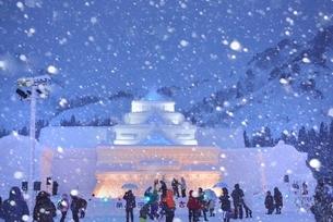 雪国 夜の雪まつり(奥会津、只見町)の写真素材 [FYI03377977]
