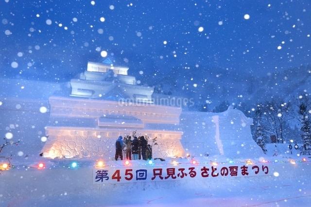 雪国 夜の雪まつり(奥会津、只見町)の写真素材 [FYI03377978]