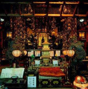 成相寺の本堂内部の写真素材 [FYI03378437]