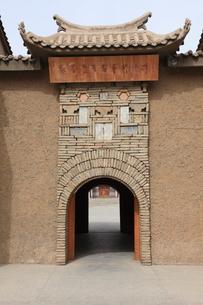 新城煉瓦壁画博物館の魏晋壁画芸術陳列室入口の写真素材 [FYI03380271]