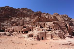 ペトラ遺跡ファサード通りの石窟墳墓の写真素材 [FYI03380430]