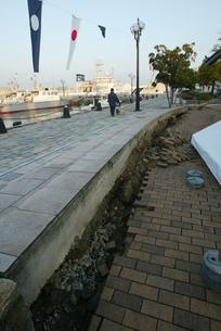 福岡西方沖地震 陥没した埠頭の写真素材 [FYI03380464]