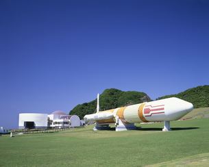 宇宙展示館とロケットの写真素材 [FYI03380506]