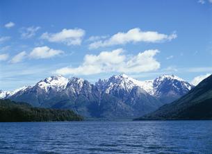 カテドラル山塊とマスカルディ湖の写真素材 [FYI03380811]