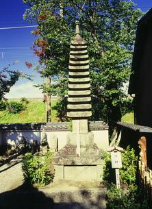 平重衡供養塔 安福寺の写真素材 [FYI03380995]