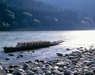最上川 うなぎどうを乗せた舟の写真素材 [FYI03381001]
