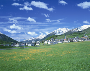 ZUOZの町 7月 エンガディン スイスの写真素材 [FYI03381193]