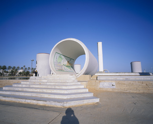 サハラ緑化計画モニュメントの写真素材 [FYI03381343]