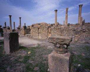 ジェミラ考古遺跡(バシリカ)の写真素材 [FYI03381659]