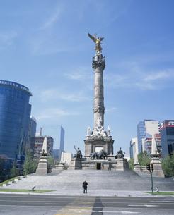 レフォルマ大通りの独立記念塔の写真素材 [FYI03381846]