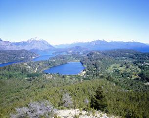 カンパナリオの丘より望む湖の写真素材 [FYI03381866]