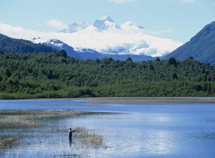 トロナドール山とヘス湖の写真素材 [FYI03381870]