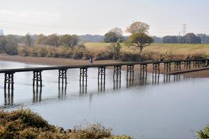 小貝川と沈下橋の小目沼橋の写真素材 [FYI03382368]