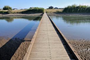小貝川と沈下橋の小目沼橋の写真素材 [FYI03382392]