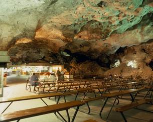 洞穴の料理店の写真素材 [FYI03383023]