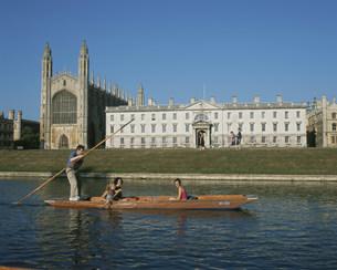 キングズ・カレッジとボートの写真素材 [FYI03383172]