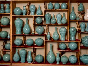 月城陶窯の青磁器 民族工芸村の写真素材 [FYI03383290]