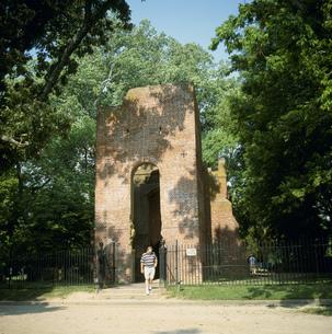 ジェイムズタウン近郊の最初の教会の写真素材 [FYI03383297]