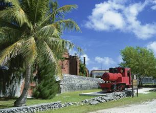 製糖工場跡と蒸気機関車  3月の写真素材 [FYI03383370]