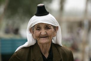 小さい帽子をかぶる人 ケリアの写真素材 [FYI03383436]