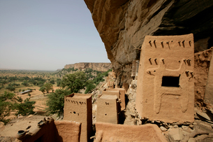 ドゴン族の穀物貯蔵庫の写真素材 [FYI03383471]