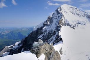 メンヒ頂上とスフィンクスの写真素材 [FYI03383641]